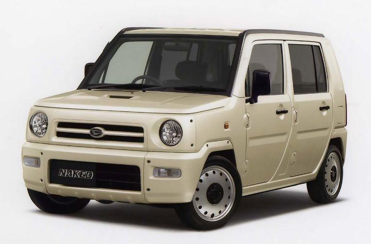 De Daihatsu 'Naked' rijdt rond in Japan