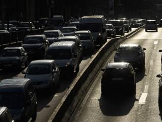 """Brussel krijgt slecht mobiliteitsrapport: """"Te veel Brusselaars gebruiken voor korte afstanden de auto"""""""