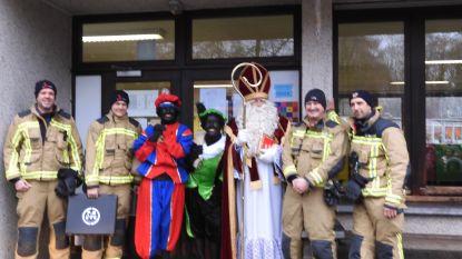 Brandweer redt Zwarte Piet uit klaslokaal van basisschool Vennebos