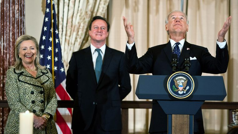 Joe Biden (rechts), Hillary Clinton en David Cameron. Beeld null