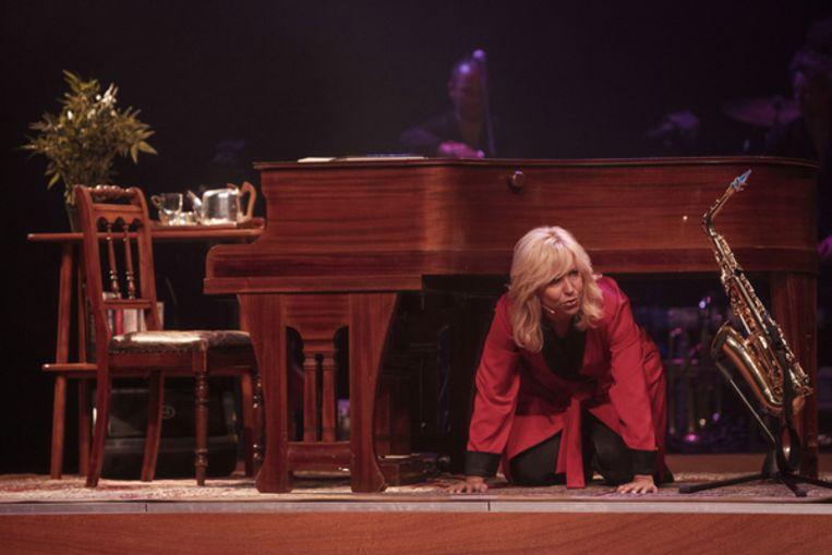 Super Claudia de Breij weeft een mooie rode draad door haar voorstelling &UU74