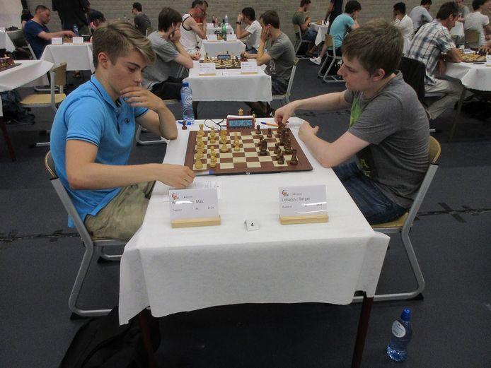 Max Warmerdam (links), schaker van MuConsult Apeldoorn, doet in januari mee aan de Challengersgroep van het prestigieuze Tata Steel Chess.