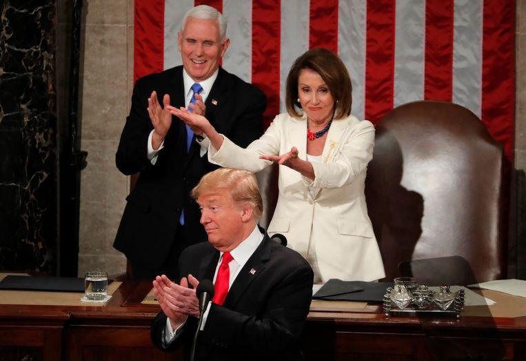 """Nancy Pelosi reageert op Trumps compliment dat er nu """"meer vrouwen dan ooit in het Congres zijn""""."""