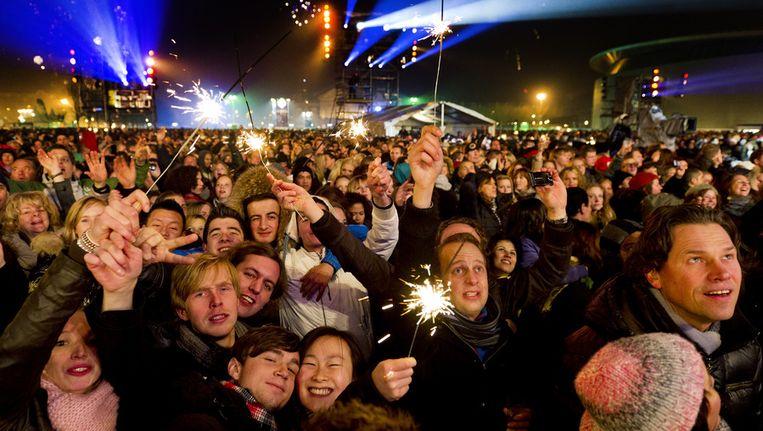 Op het Museumplein in Amsterdam hebben 25.000 mensen Oud en Nieuw gevierd met het Oudejaarsfeest. © ANP Beeld