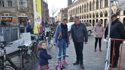 """Ieperlingen kunnen vanaf 10 april kinderfietsjes ontlenen in de fietsbib: """"Niet iedereen kan het zich veroorloven telkens weer een nieuwe tweewieler te kopen voor hun snelgroeiende kinderen"""""""