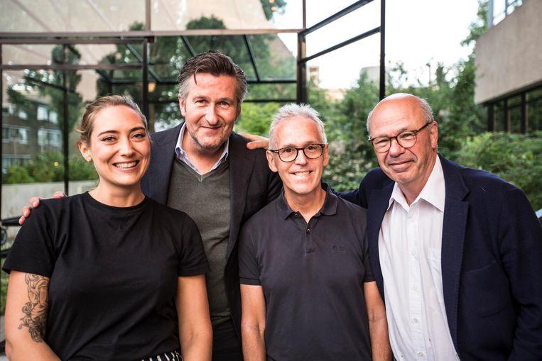 Anne Barnhoorn, hoofdredacteur Ronald Ockhuysen, Derk Sauer en Max Pam. 'Het is een goednieuwsshow. De waardering van lezers steeg naar een dikke acht' Beeld Eva Plevier