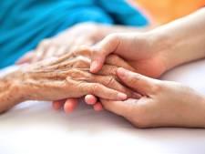 Les infirmiers à domicile recevront aussi la prime de 985 euros brut