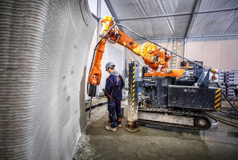 In het Gelderse Teuge wordt een gebouw geprint met cement. Niet als proef of demonstratie, maar als commercieel project. Beeld Raymond Rutting/de Volkskrant