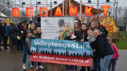 Volleyteens zamelen 12.614 euro in voor Stichting tegen Kanker