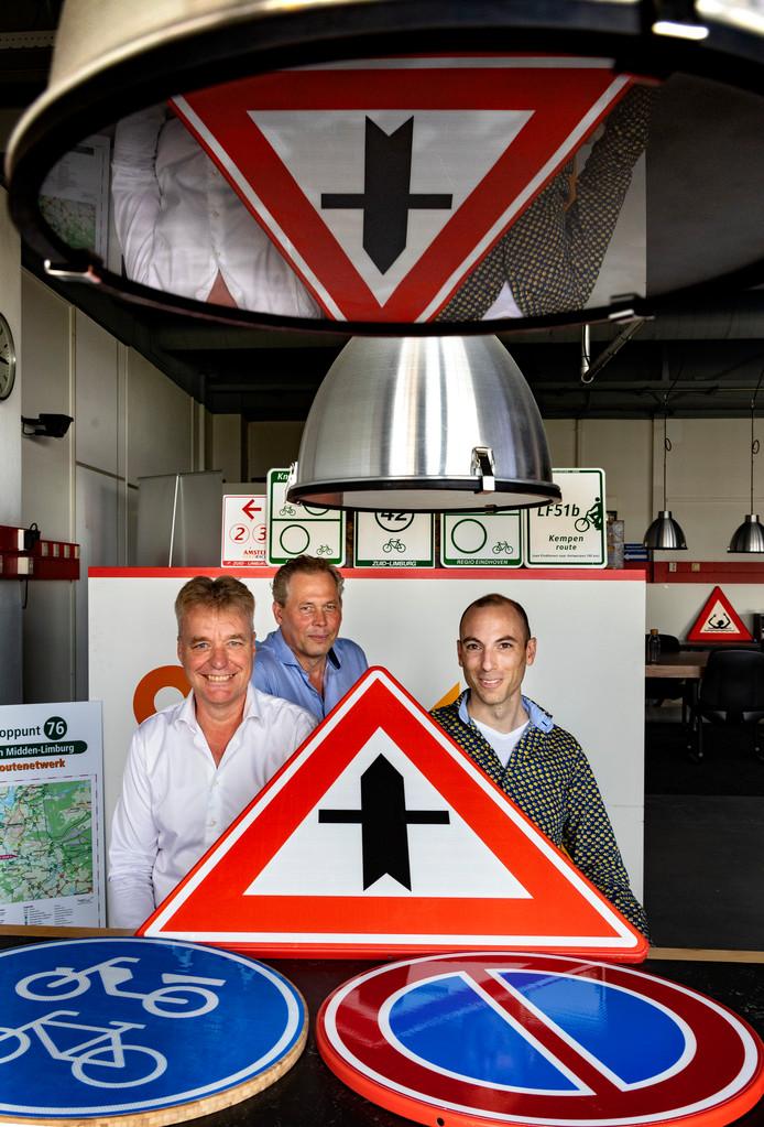 Jan Kusters, Robert van Roermund en Thijs Reckers (van links naar rechts) op het kantoor van EasyGIS.