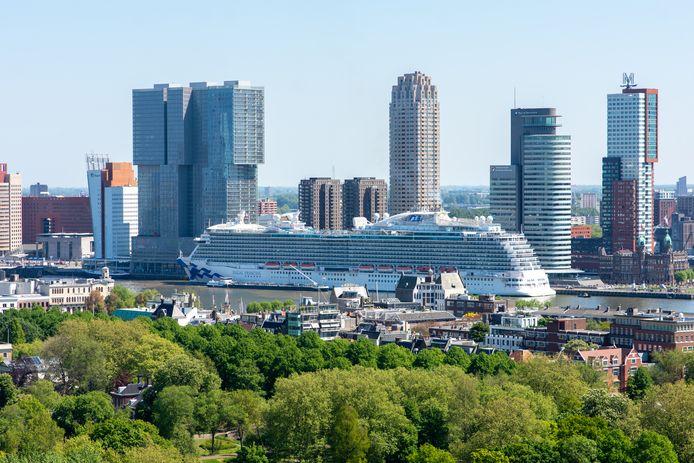 Het cruiseschip de Regal Princess kwam al eerder gestrande opvarenden naar Rotterdam.