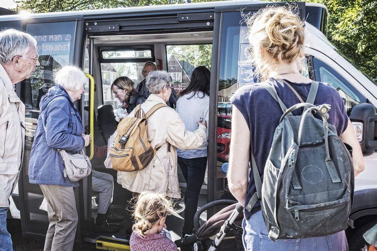 De Buurtbus Bergen wordt bestuurd door vrijwilligers. Beeld Patrick Post