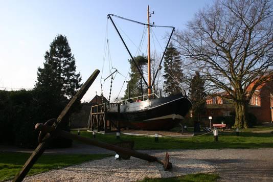 De BOU8 in alle glorie in de jaren zeventig op het dorpsplein van Boekhoute.