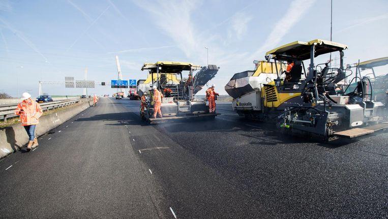 De werkzaamheden aan de A1 bij Muiderberg hebben lange tijd voor oponthoud gezorgd Beeld anp