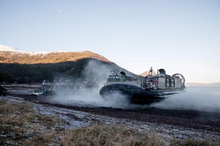 Amerikaanse mariniers bereikten tijdens de oefening met een hoovercraft het strand van het Noorse Alvund.