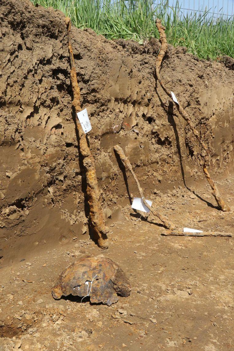 De vondsten zijn divers: helmen en bajonetten