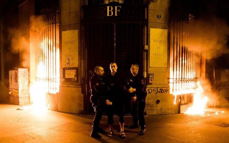 Brandstichting bij FSB. De protestactie in 2016 van kunstenaar Pjotr Pavlenski stuitte op veel onbegrip. Beeld