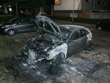 Verkoolde auto in Nijmegen vermoedelijk in brand gestoken
