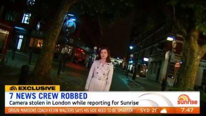 VIDEO: Australische tv-crew op straat beroofd tijdens live-gesprek vanuit Londen
