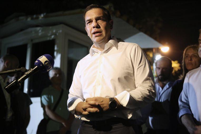 De Griekse premier Alexis Tsipras spreekt de pers te woord over de bosbranden. Beeld EPA