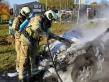 Auto brandt volledig uit in Vinkeveen