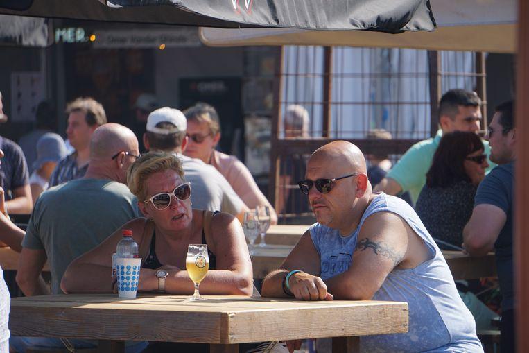 Het North Sea Beer Festival vond voor het eerst plaats op het Zeeheldenplein en lokte duizenden liefhebbers naar Oostende.