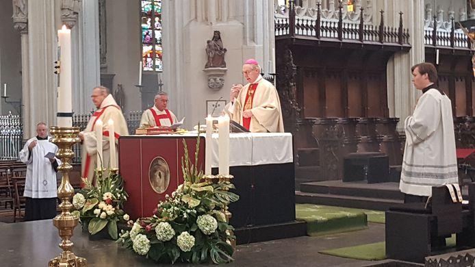 Bisschop Gerard de Korte was zaterdag de hoofdcelebrant bij een speciale herdenking in de Sint-Jan.
