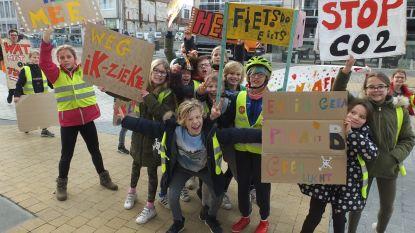 Zevenhonderd leerlingen houden klimaatmars door Deinze