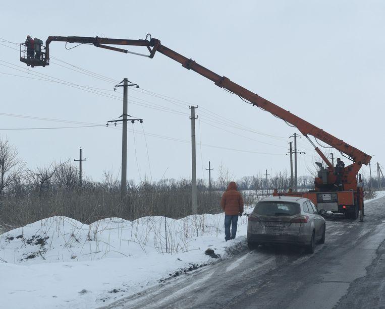 Tijdens een kort bestand moesten vandaag de vernielde elektriciteitsleidingen in Avdiivka gerepareerd worden.