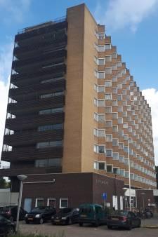 Spijkenisser flat De Marckenburgh gaat dicht: 100 jongeren op straat