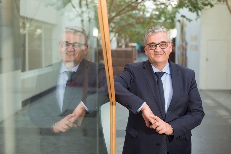 """Ja hoor, hij doet de huidige legislatuur uit als burgemeester van Hasselt. Steven Vandeput (N-VA) belooft het, ook al trekt hij op 26 mei in Limburg de lijst voor het Vlaams Parlement. """"Kwestie van Hasselt opnieuw een netwerk te geven in Brussel"""", klinkt de verklaring."""