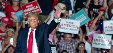 Trump bij eerste rally sinds besmetting: 'Ik ben immuun, ik zou iedereen willen zoenen'