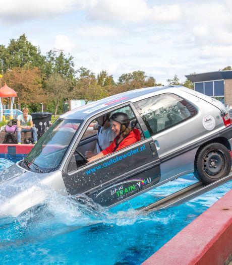 Help, auto te water! Zo kom je eruit