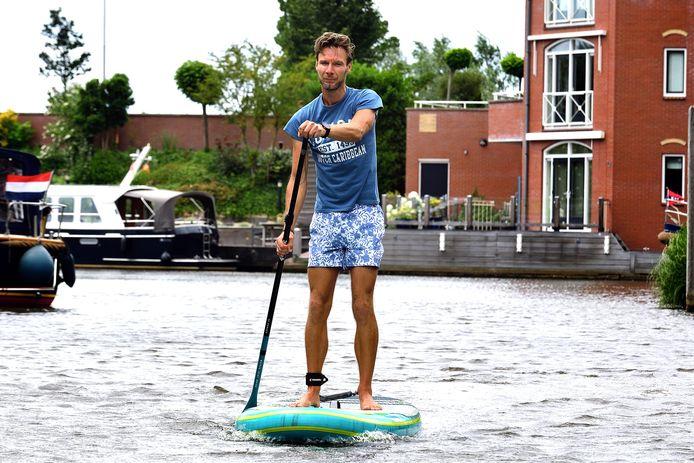 In plaats van evenementen als Bassrulers Outdoor te organiseren geeft Erik Scherpenisse nu sup-les rondom Tholen en in West-Brabant.