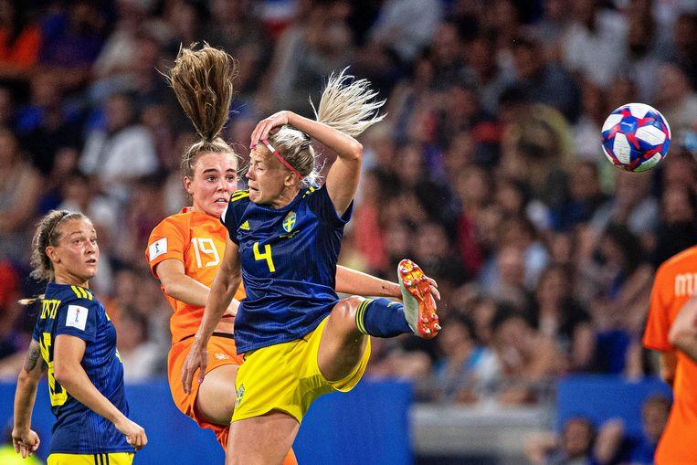 Jill Roord wint in de lucht van de Zweedse Hanna Glass. Beeld