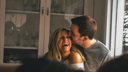 7 leuke avondgewoontes om je meer verbonden te voelen met je partner