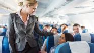 Wat de crew al meteen opvalt bij passagiers als ze op het vliegtuig stappen