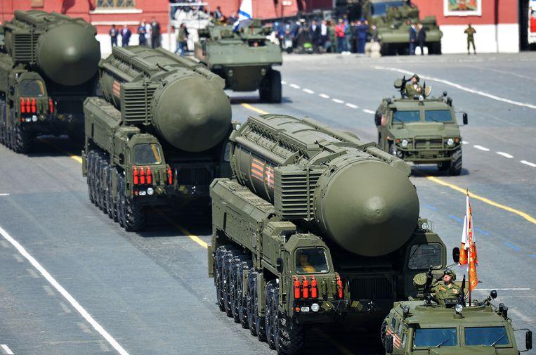 Mei 2015, militaire parade in Moskou, met een hoofdrol voor de intercontinentale RS-24-raket. De RS-24 kan met meerdere kernkoppen worden geladen.  Beeld RIA Novosti, AFP