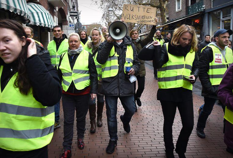 Gele hesjes demonstreren op 17 december in Nijmegen. Beeld Marcel van den Bergh / de Volkskrant