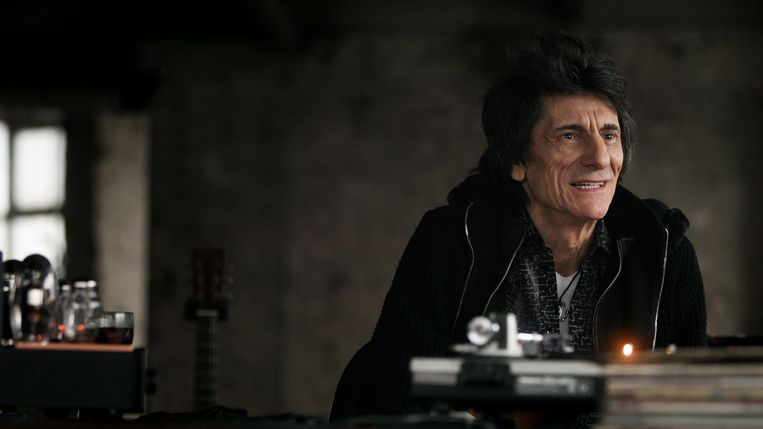 Ronnie Wood in de documentaire 'Somebody Up There Likes Me'.  Beeld