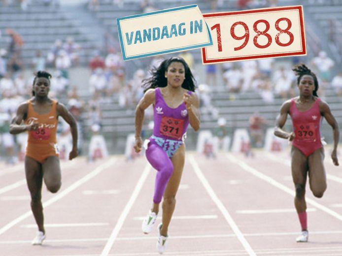 Florence Griffith-Joyner (midden) loopt het wereldrecord.