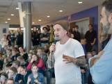 Johnny de Mol bedankt actievoerende leerlingen in Ubbergen