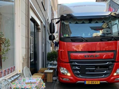 Bewoners en ondernemers zijn schade en overlast vrachtwagens in historisch stadscentrum beu