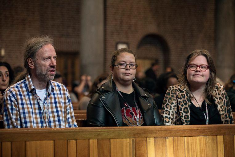 Roelof van Thiel, Sabine van Zaltbommel en Klazine Tuinier op het congres Stemmen Horen. Beeld Inge Van Mill
