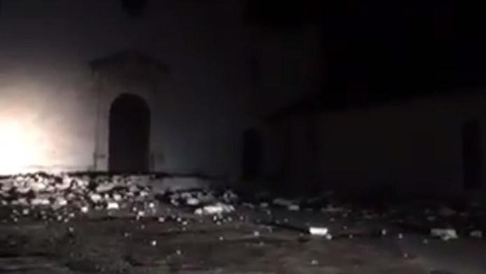 Op sociale media worden beelden verspreid die van de aardbeving zouden zijn