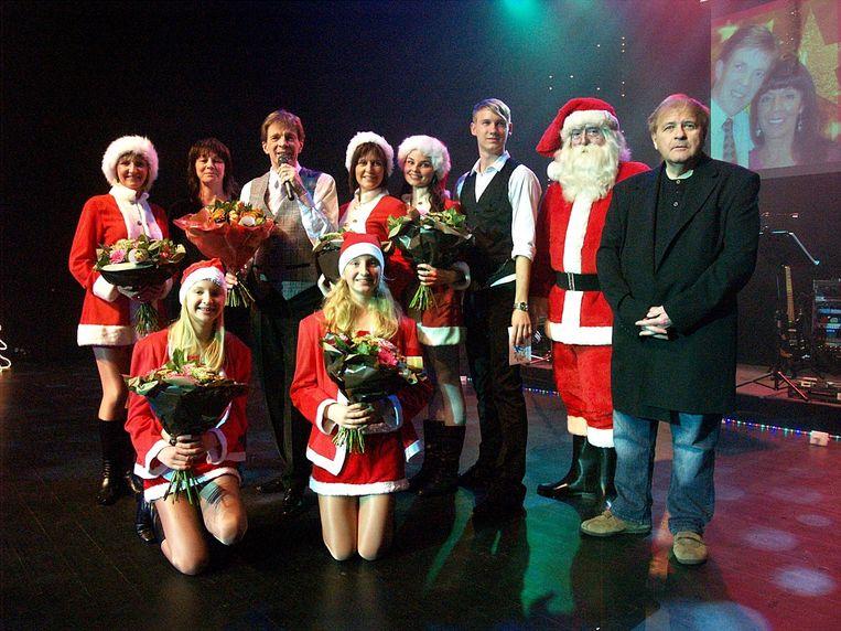 Paul Severs in De Plomblom in Ninove tijdens zijn voorlaatste kerstshow, met Erik Lemmens uiterst rechts op de foto.