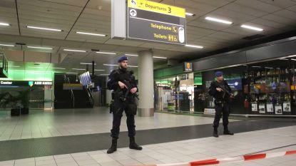 Canadees (51) dreigt met bom op Schiphol en wordt overmeesterd, vertrekhal 3 even ontruimd