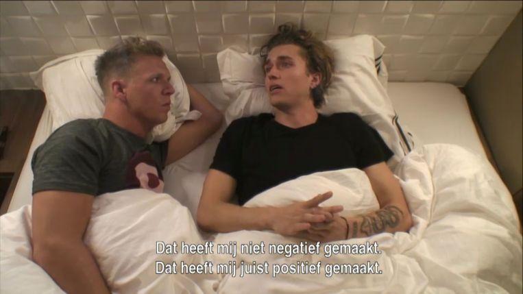 In bed bij James Cooke in 'Gert Late Night' bekende een geëmotioneerde Ian Thomas hoe erg de pesterijen op zijn middelbare school waren.