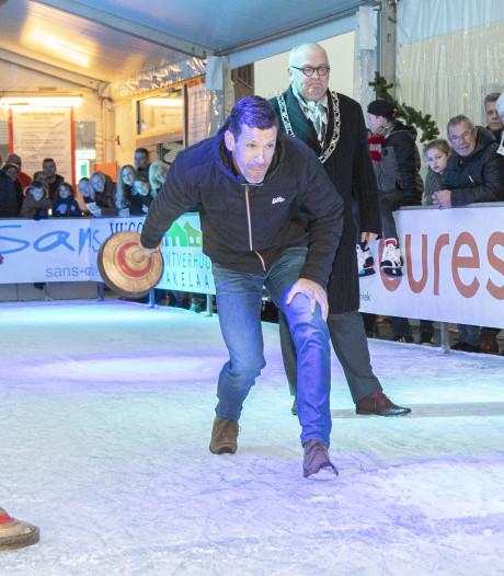 Feest in Rijssen: voor het eerst in 10 jaar weer ijsbaan in centrum