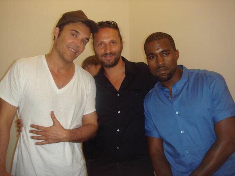 Met fotograaf/regisseur David LaChapelle (links) en rapper Kanye West (rechts) Beeld Michiel Van Den Berg